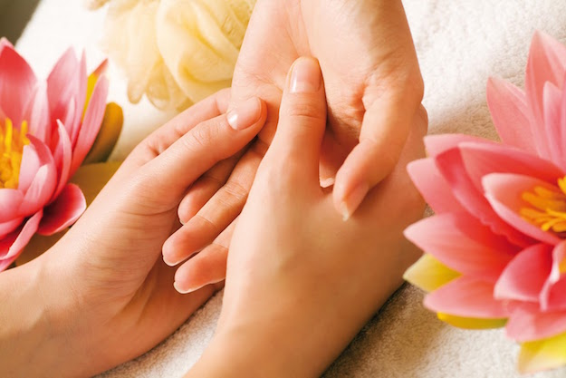 hand-reflexology-massage